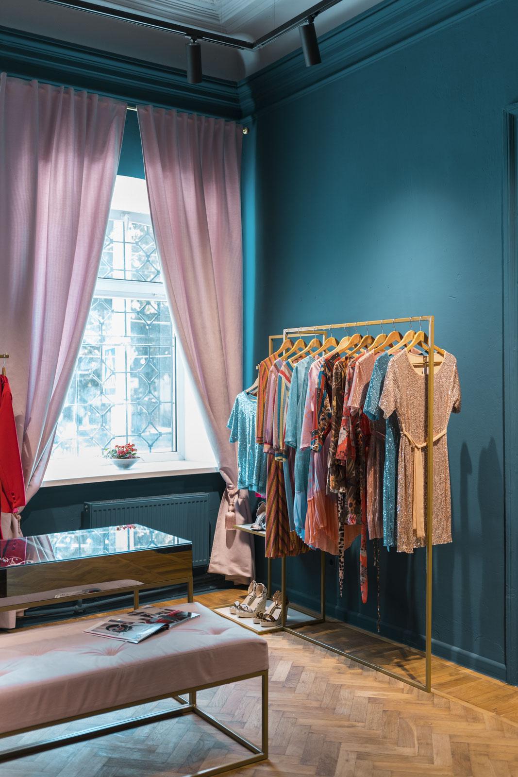 design interior magazin de haine pentru femei