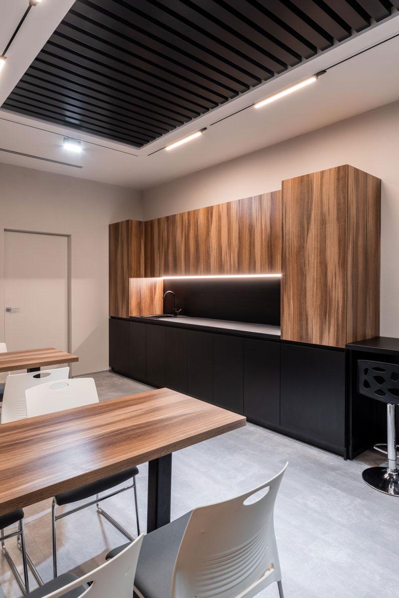 Sala de prinz cu bucatarie in oficiu Sapico din Chisinau, proiect de design de la ab and partners