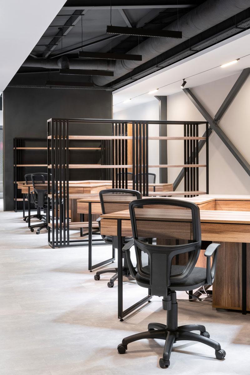 Zona de lucru in oficiu, creat un spațiu comun si confortabil. Design de interior Ab+Partners pentru Sapico, Chisinau.