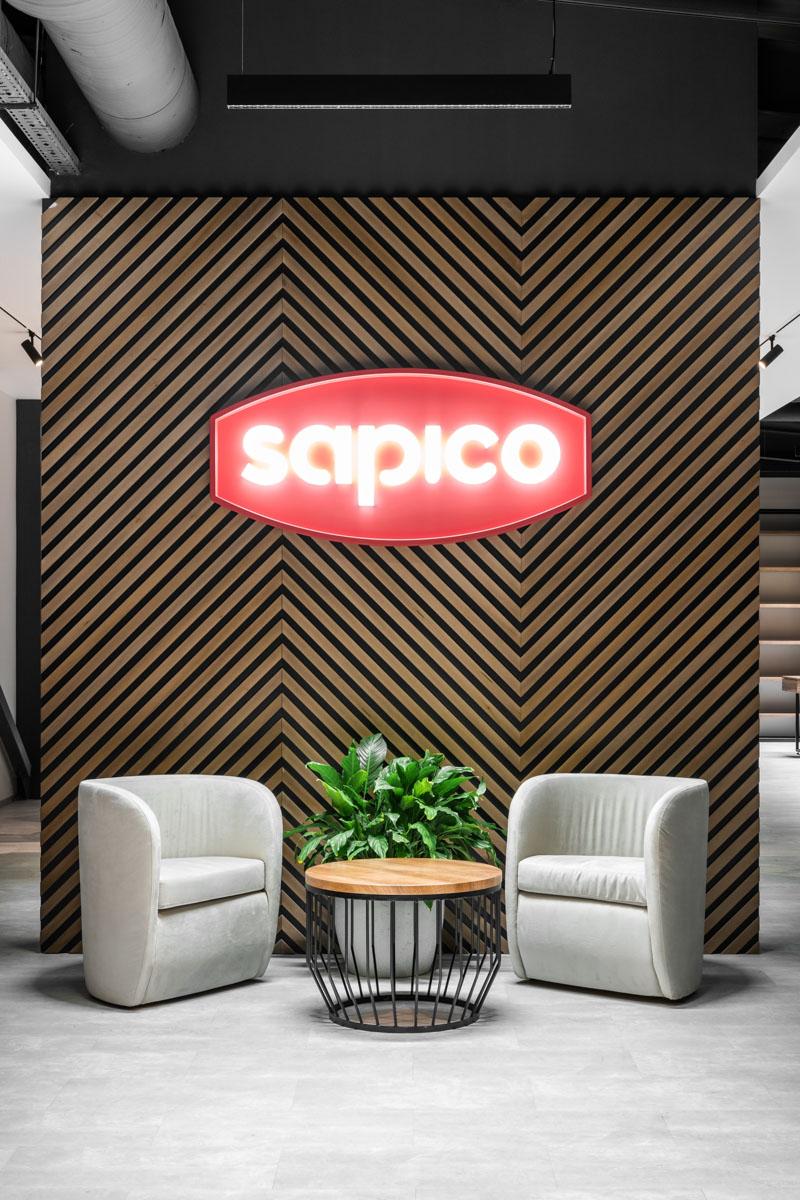 Sapico, design interior de in nuante gri si elemente din lemn, ab and partners