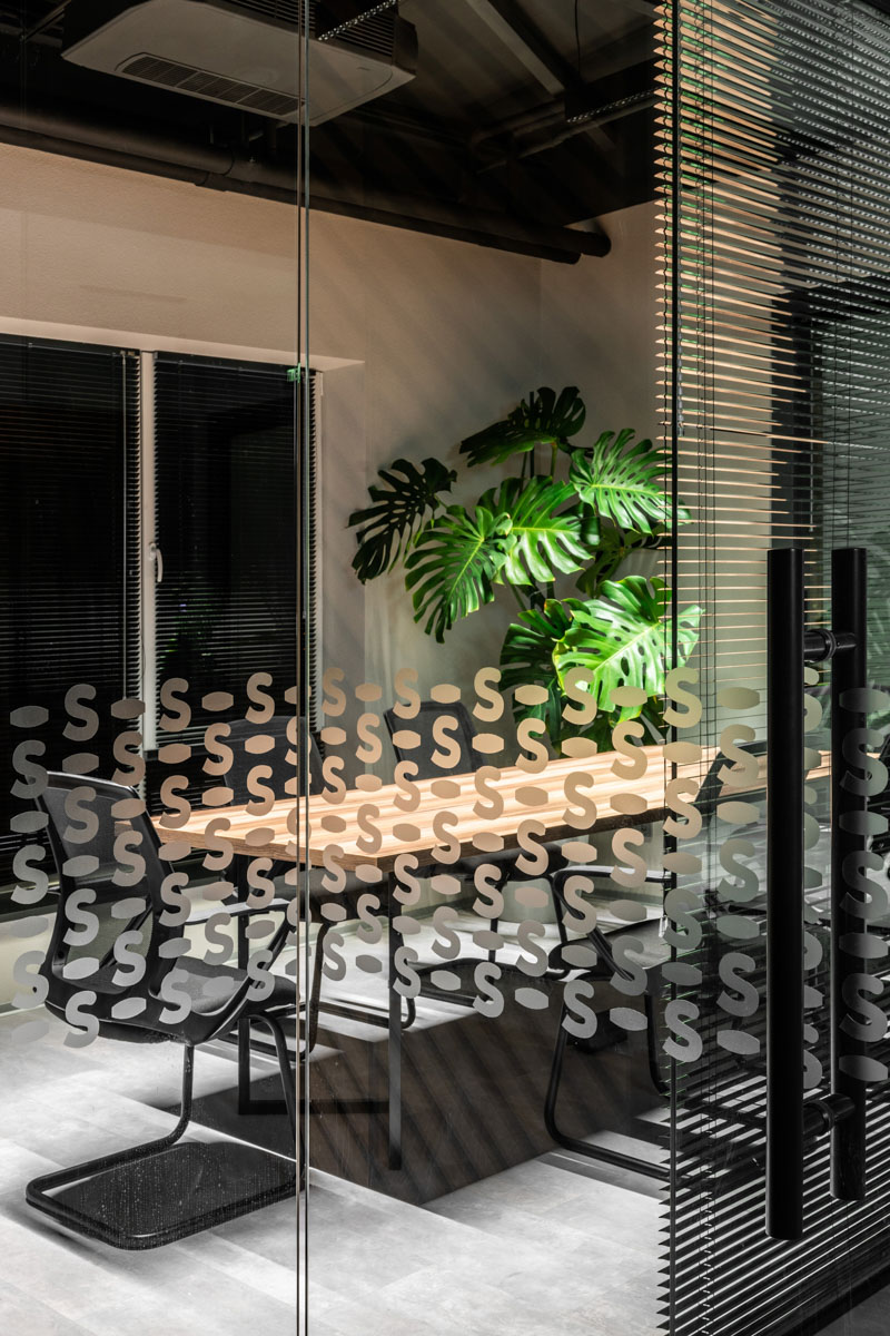 Sala de sedinte, in oficiile sapico, proiect de la ab+partners